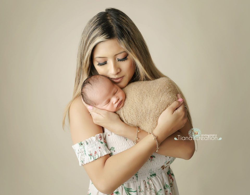 July 26, 2018 | By: TianaCreation Photography Newborn Photography in Malibu Baby Ethan with his gorgeous mommy. Newborn Session by Tiana Creation photography